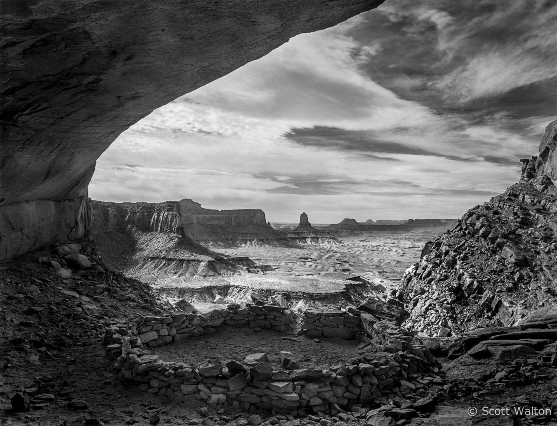 false-kiva-ruin-bw-canyonlands-national-park-utah.jpg